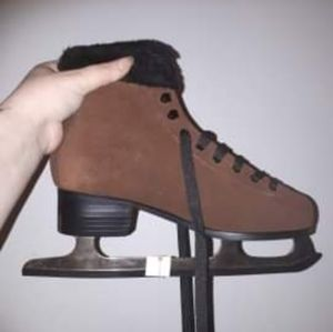Shoes - Size 8 brand new skates suede brown